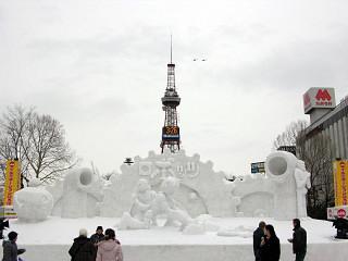 中雪像「ロボッツ」